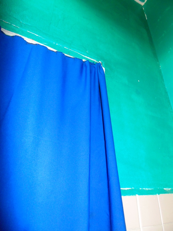 El Bano with a curtain instead of a door.
